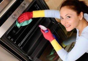 652x450_124081-ponturi-pentru-a-curata-perfect-cuptorul-aragazului-si-cuptorul-cu-microunde